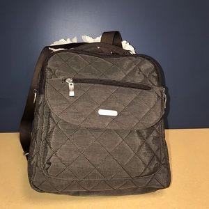 Baggalini backpack converts to shoulder bag